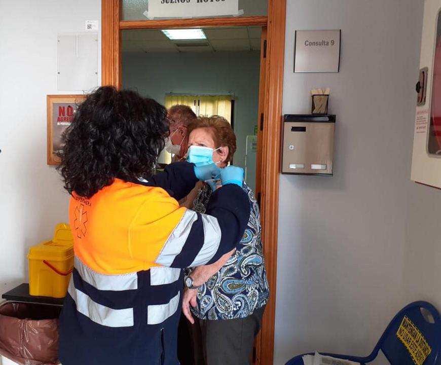 comienzo-vacunaciones-contra-covid19-personas-mayores-80-anos-grandes-dependientes-y-ayuda-a-domicilio-160221-11