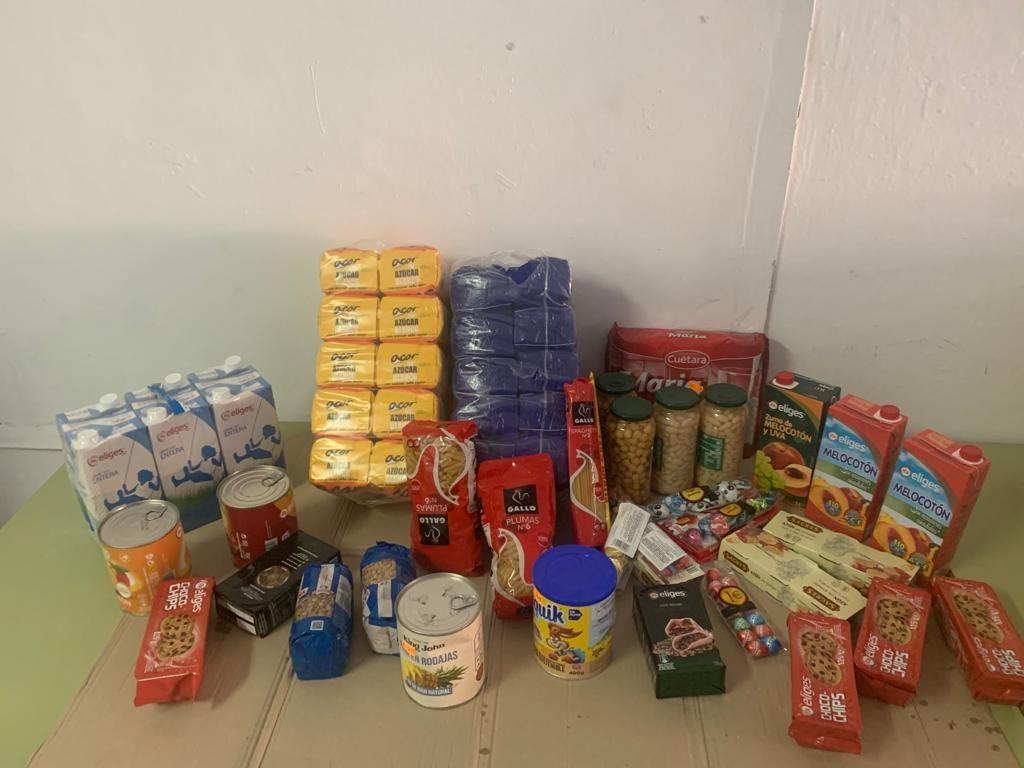 entrega-de-alimentos-supermercado-reme-e-hijas-151220-2
