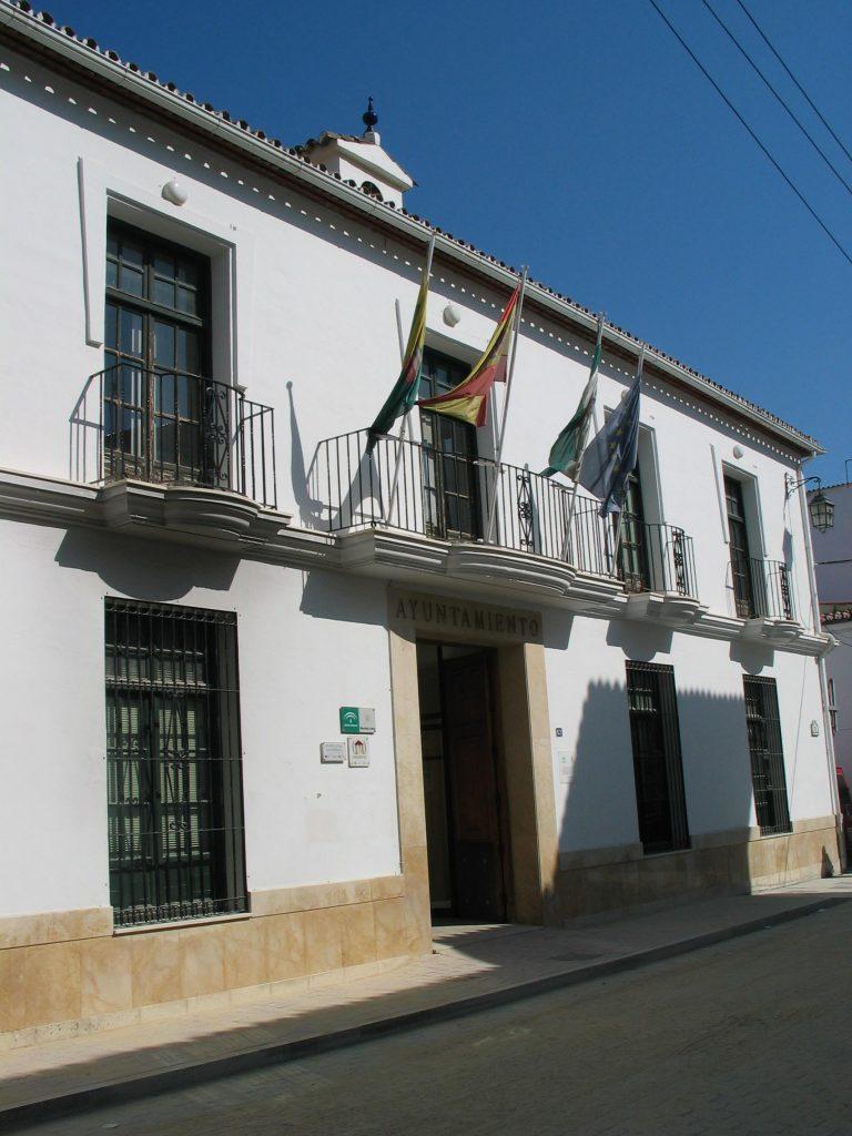 fachada-ayuntamiento-con-calle-arreglada-0