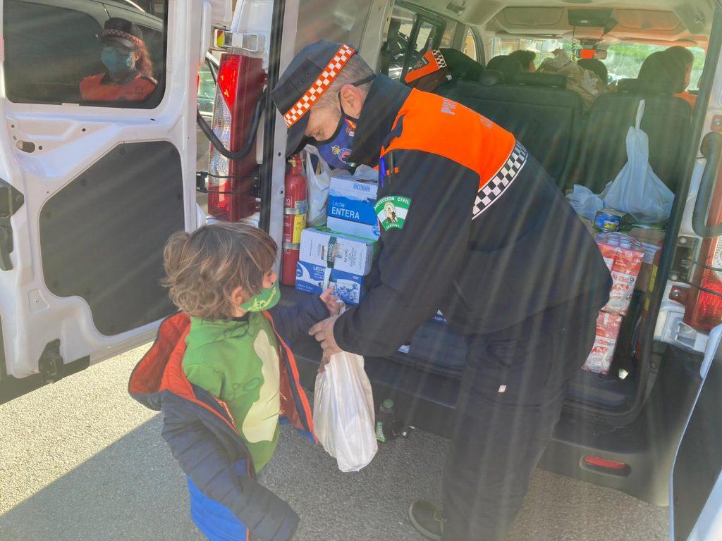 fotos-caravana-solidaria-recogida-alimentos-corresponsales-051220-4