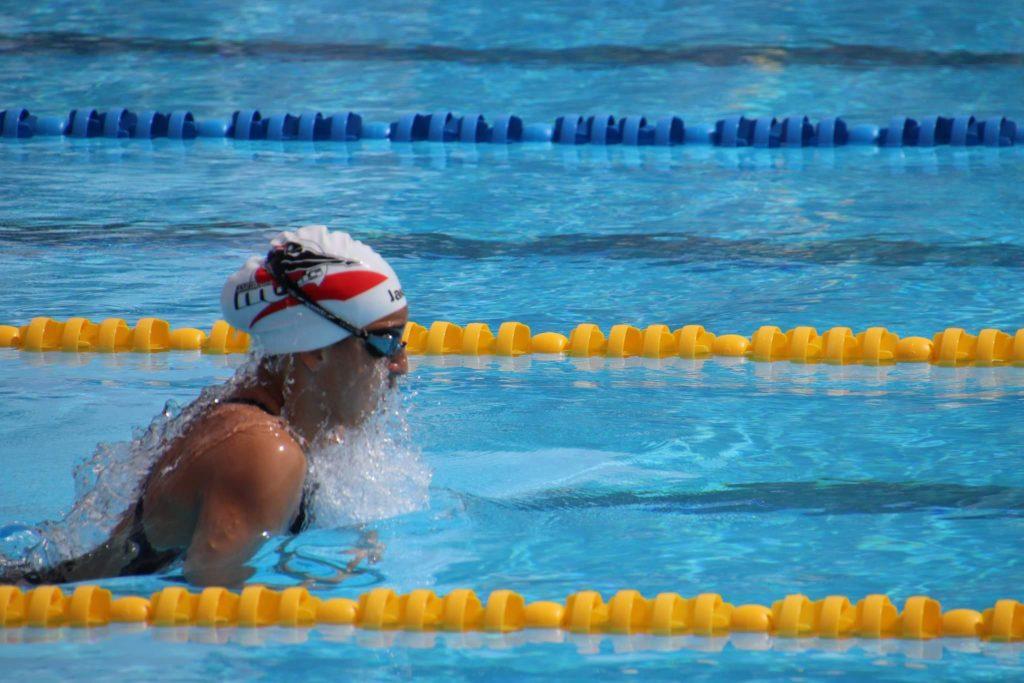 laura-rodriguez-nadadora-de-cartama-imagen-de-archivo