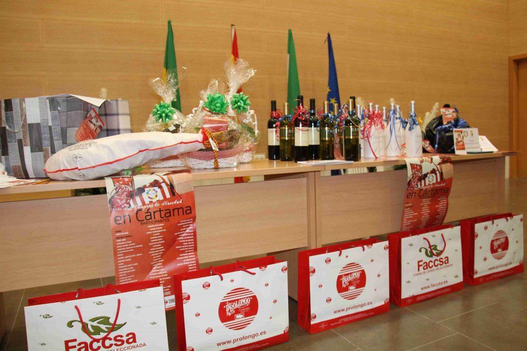 mesa-con-premios-entrega-de-premios-campana-de-tus-compras-de-navidad-en-cartama-190121-1