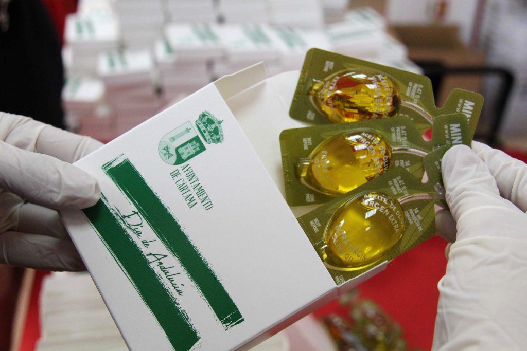 preparacion-cajitas-monodosis-aceite-dia-andalucia-para-desayuno-andaluz-centros-educativos-160221-8