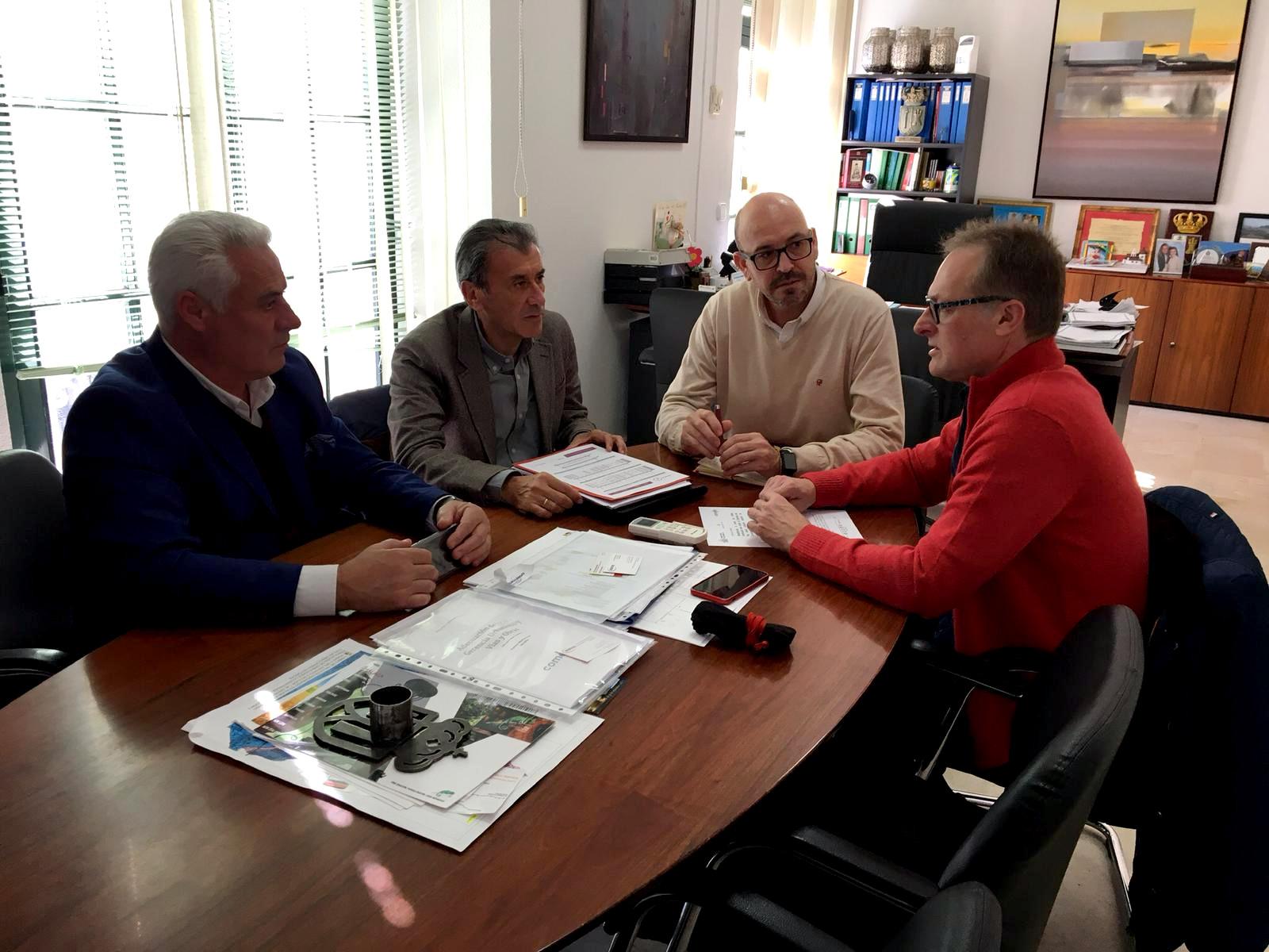 reunion-alcaldes-cartama-jorge-gallardo-y-alora-jose-sanchez-con-renfe-050219-5