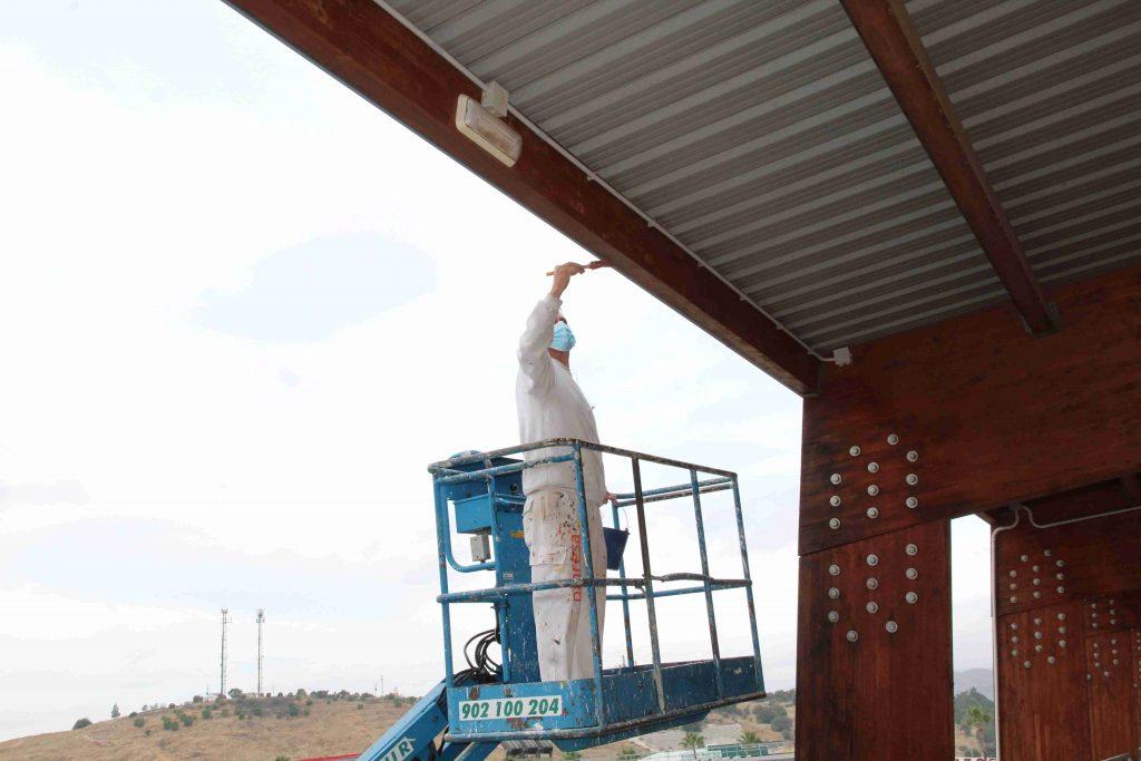 trabajos-de-mantenimiento-vigas-madera-ciudad-deportiva-201020-7